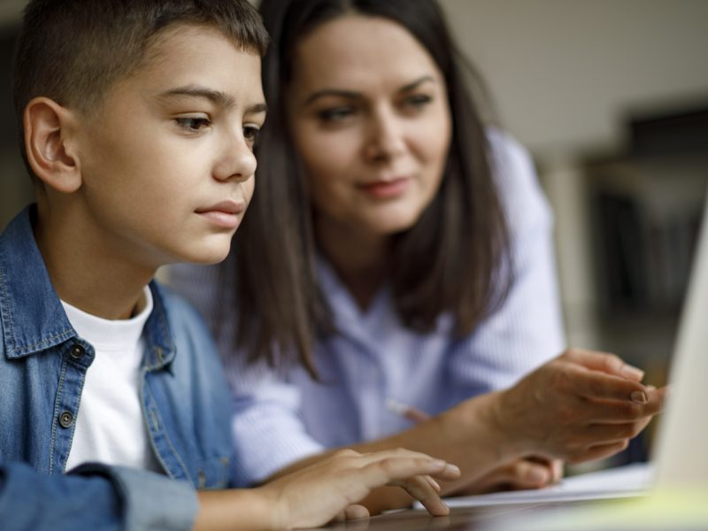 How digital technology is helping parents to increase parental engagement in student's success?
